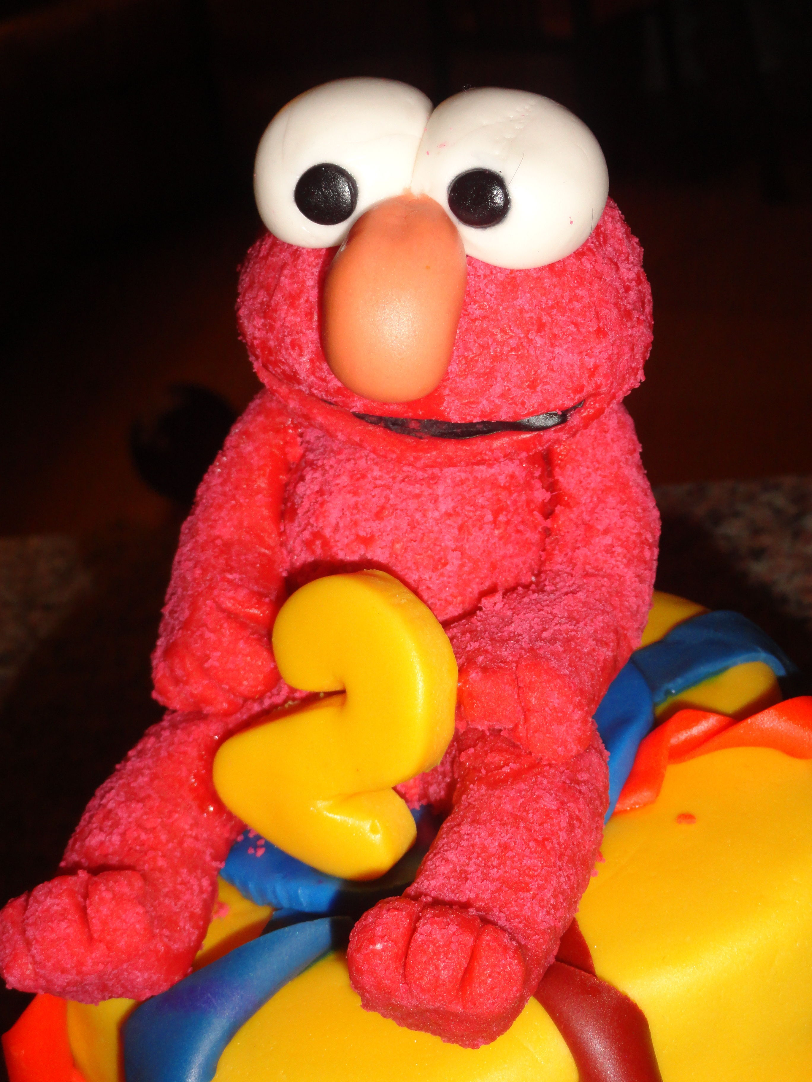 Elmo Topper made from gumpaste