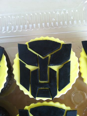 2D Bumblebee Transformer birthday cupcakes