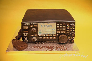i made this Ham-Radio for my dad´s birthday. it is 3 layers of baileyscake filled and frosted with mokka-bc. then covered in choc-fondant and painted black. the mic and the cable are made out of modeling-choc. TFW!