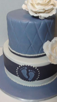 Gumpaste roses, piped border, quilted top tier.