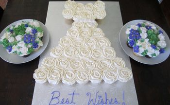 Cupcake Wedding Dress With Floral Bouquets Is Made Up For 31 Regular Cupcakes On