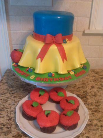 Snow White Cake with Matching apple cupcakes