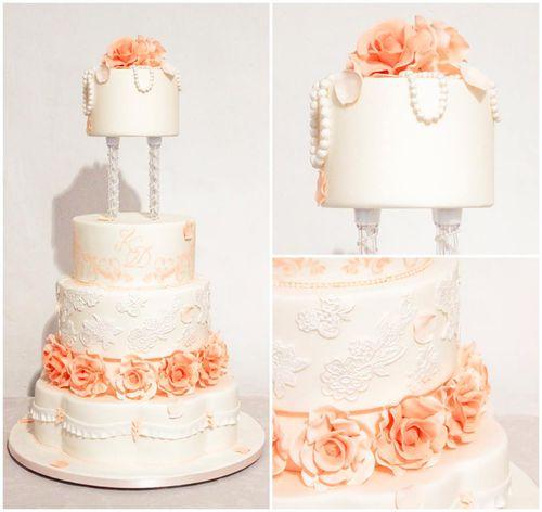 "6"", 8"", 10"" cakes, 9"" separator, 15"" petal shaped cake as the bottom tier."