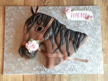 MMF horse with gumpaste roses.