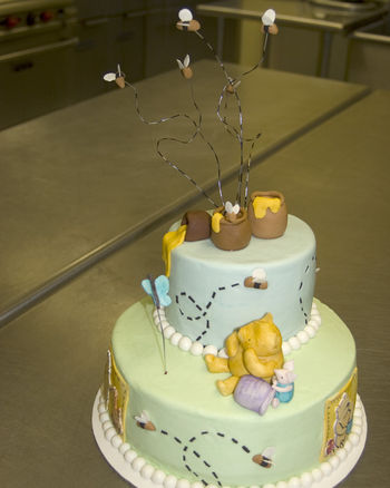 Baby shower cake, Classic Pooh.