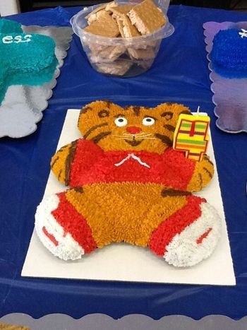 Daniel Tiger Birthday Cake Please Help Cakecentral Com