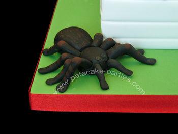 Close up of the sugarpaste tarantula.