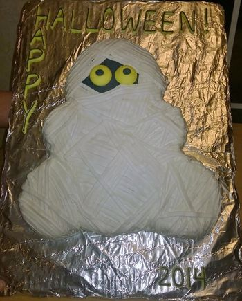 Mummy Wilton design, teddy bear pan minus ears, all butter cream   For Breast Cancer Awareness Month fundraiser