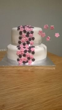 my first  ever attempt at a celebration cake....made foor mums 60th birthday