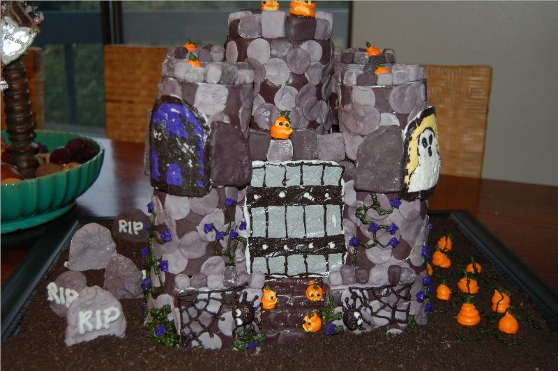 sarahleecookies's photos in 2006 Halloween Cake Contest