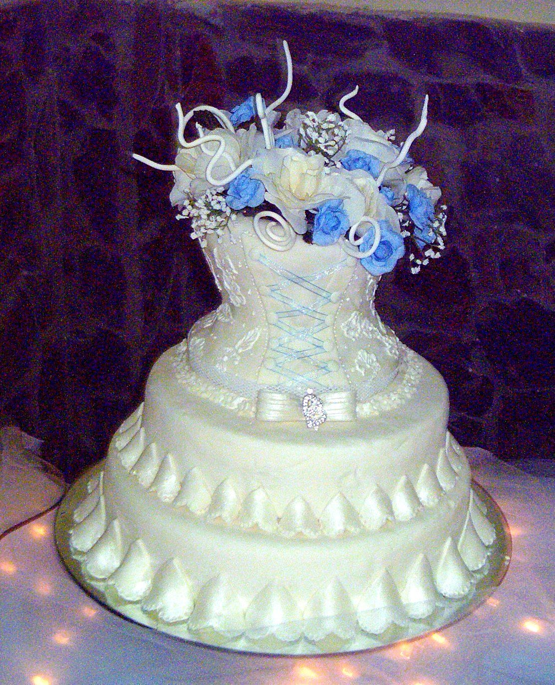this cake was desing for a dear friend inspired by her wedding dress