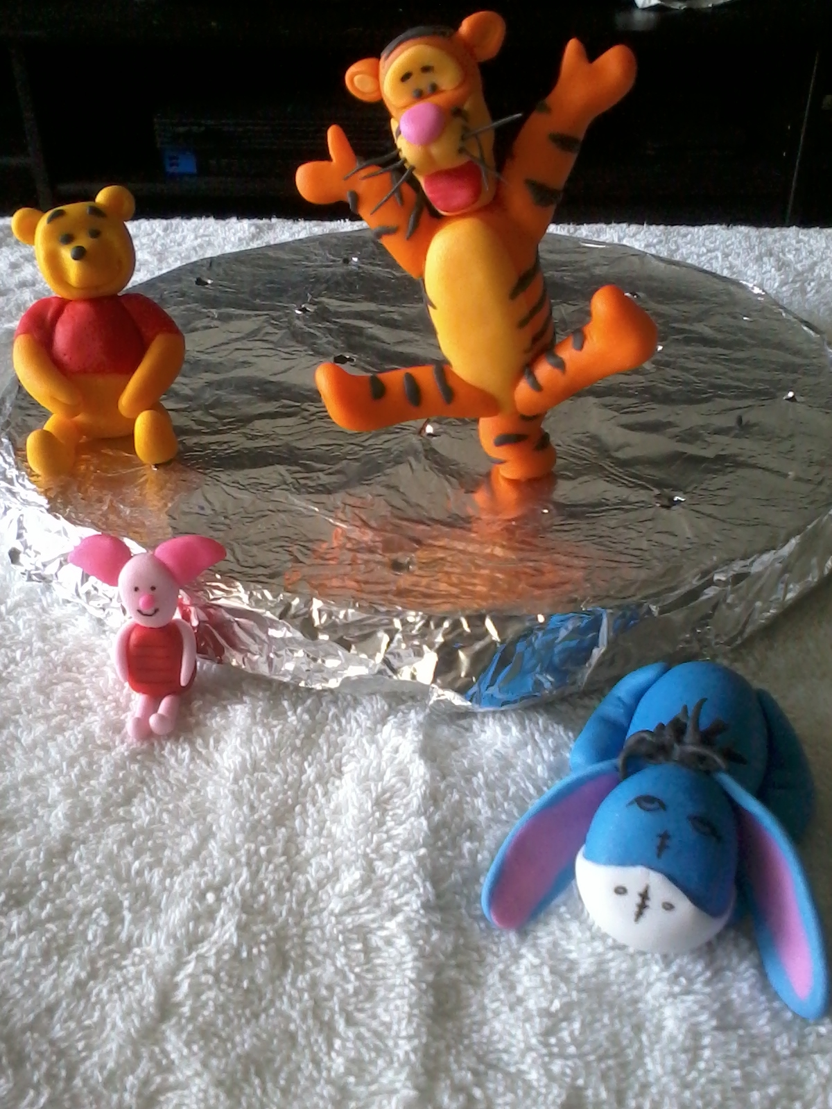 This is my first attempt on making Pooh & Friends. I made then out of 50/50, even thou I'm not very happy with Pooh, it should be a little more chubby, I'm happy with the whole group, for a 1st timer. ;)