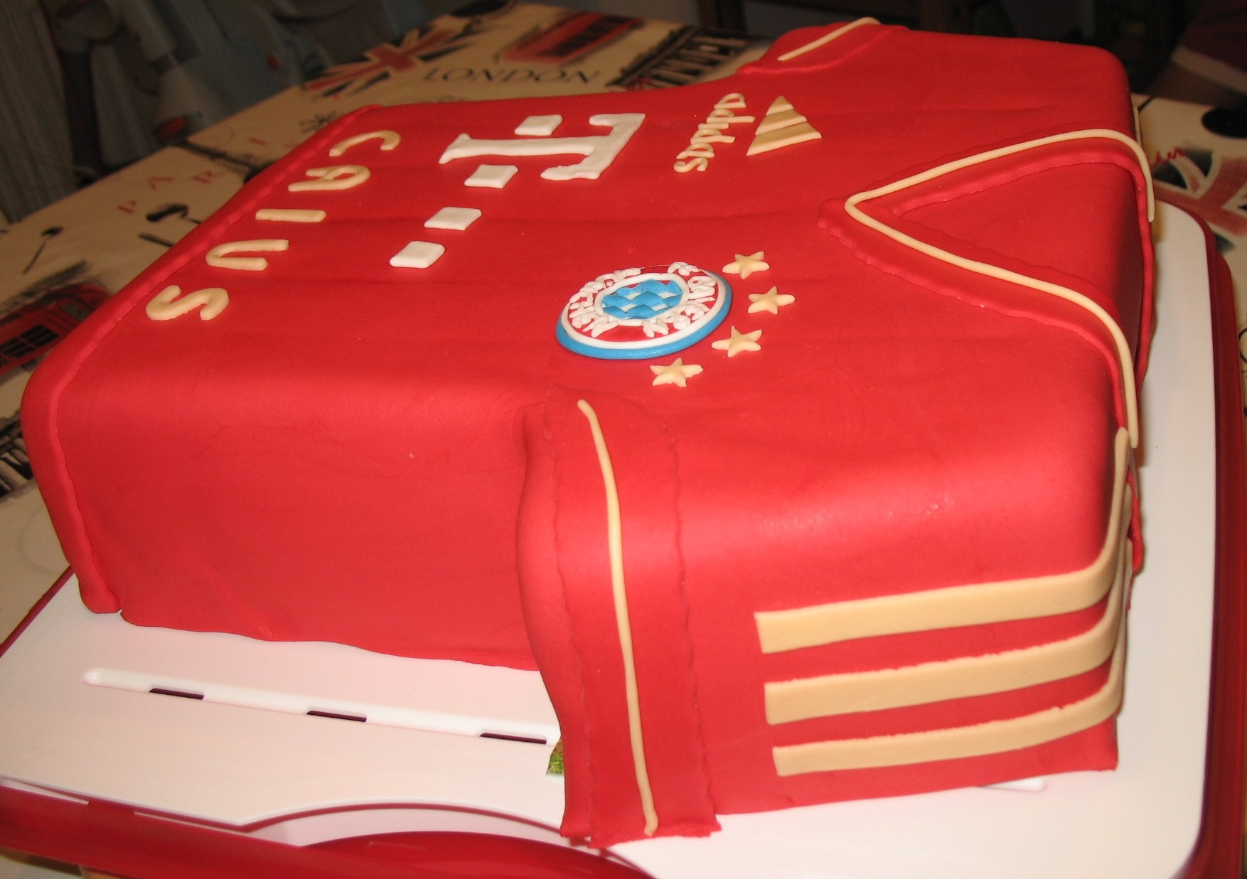 This cake i made for a good fried , a big Bayern Munich fan..never mises a soccer game