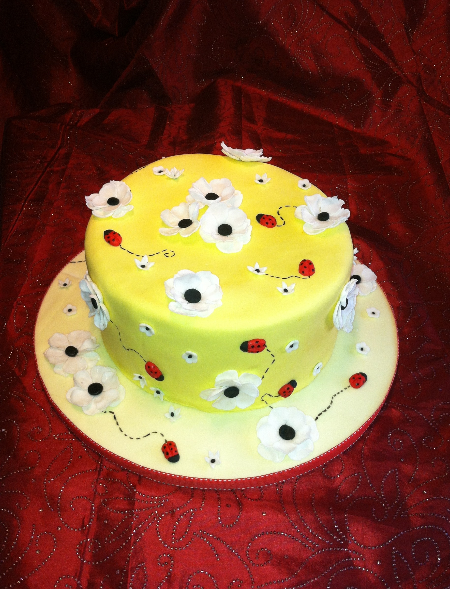 Cake for 2 little ladybugs on their babyshower.