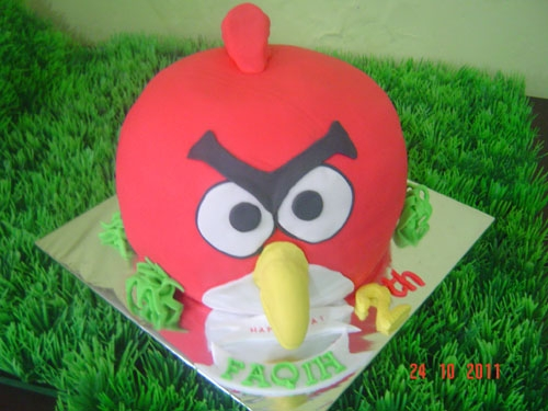 My first 3D Angry bird cake. 