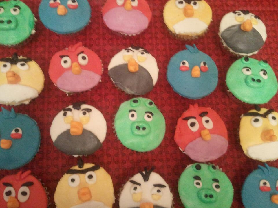 these cupcakes were done for a 4yr old birthday party. I used marshmellow fondant for all the characters.