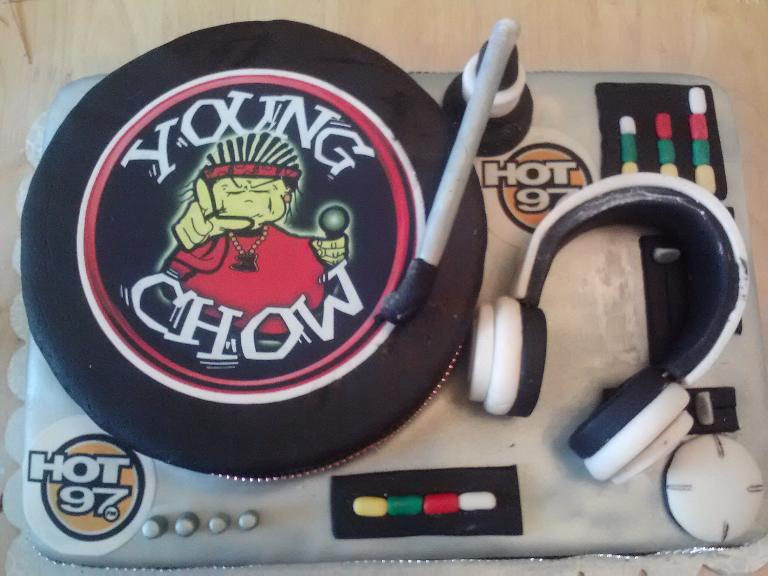 DJ Young Chow Turntable Cake created by Cakes by Violet with spinning record! watch it spin on youtube http://youtu.be/yZZrc9aO8ho