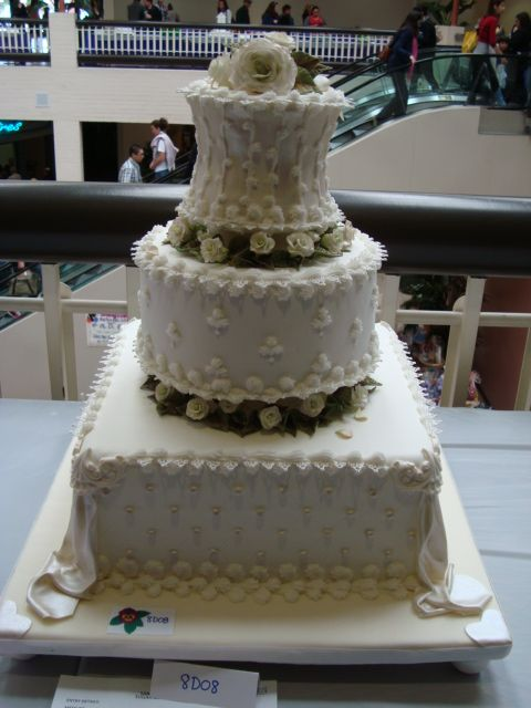 I took pics from our fellow cake decorators entries at the cake show..